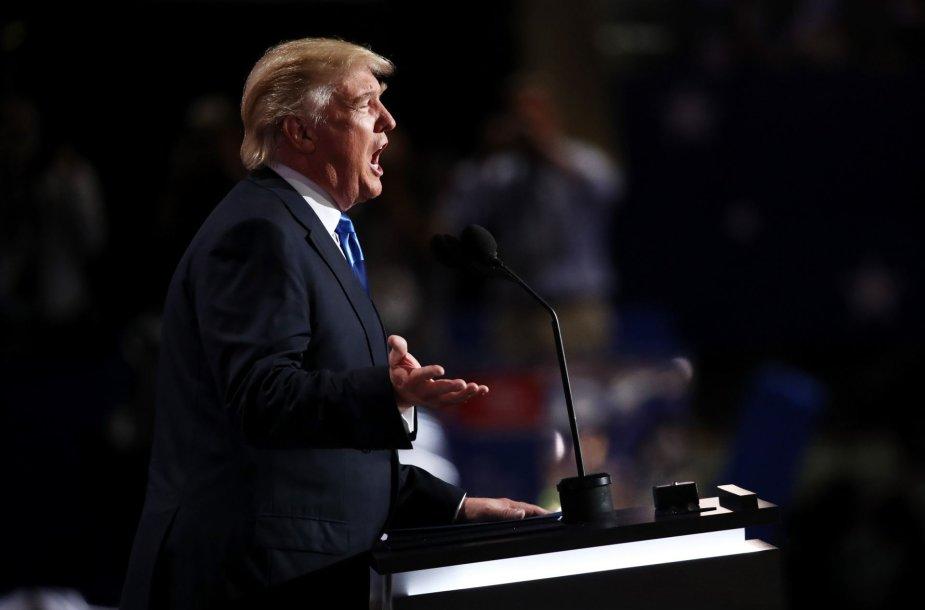 JAV respublikonų suvažiavime Trumpas pristatė savo žmoną Melanią