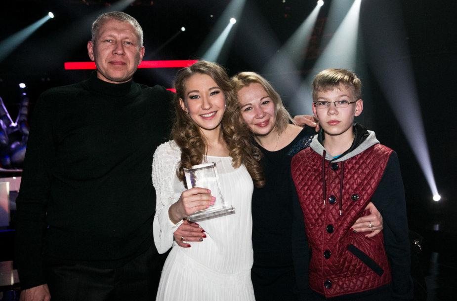 Justina Budaitė su tėvais ir broliu