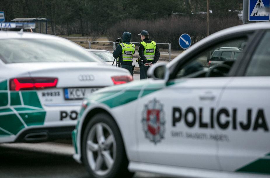 Policija reide stabdė greičio mėgėjus – siūlė emocijas išlieti virtualiai