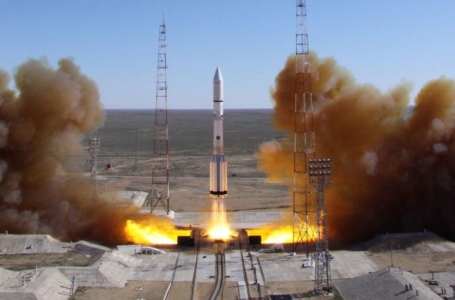 """Rusijos raketa """"Proton"""" nesėkmingai mėgino pakelti palydovą - iškart po pakėlimo raketa nukrito žemyn"""