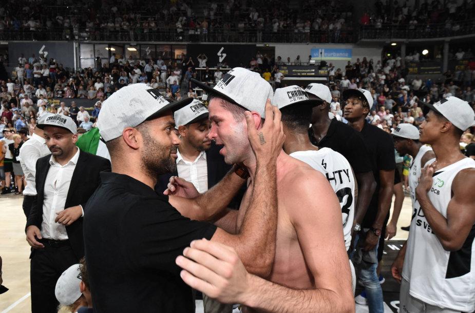Mantas Kalnietis ir Tony Parkeris po Vilerbano ASVEL triumfo Prancūzijos čempionate.