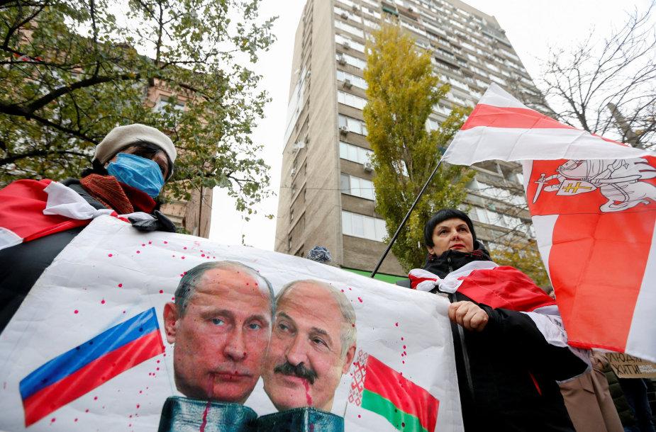 Protestuotojai prie Baltarusijos ambasados Kijeve, Ukrainoje