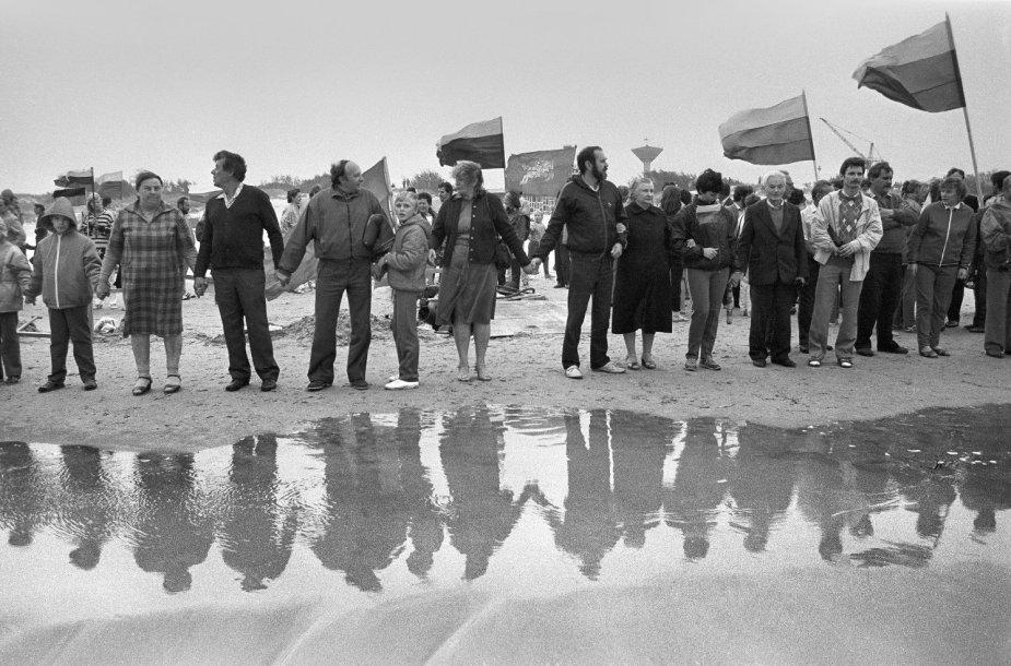 """Romualdo Požersko darbas """"Apkabinkime Baltiją"""".1988-09-03"""