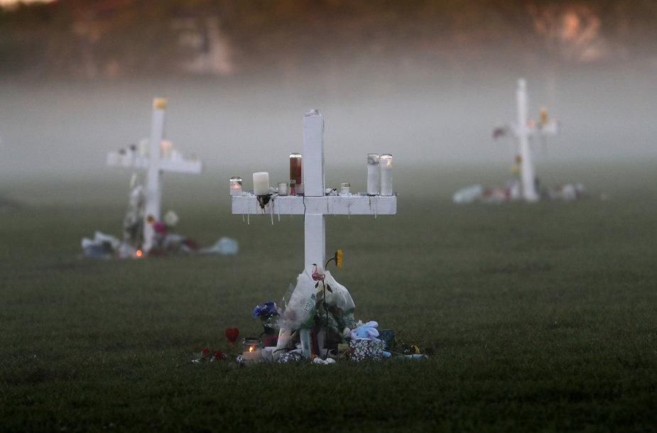 Floridos šaudynių aukų kapai