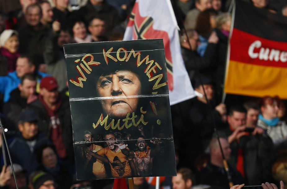 Europoje surengti prieš pabėgėlius nukreipti protestai