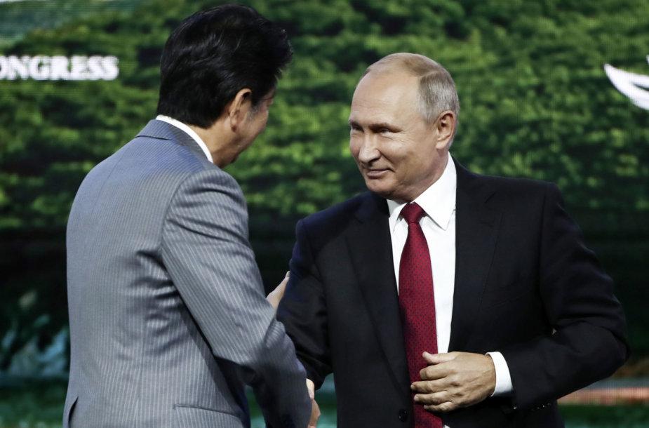 Shinzo Abe ir Vladimiras Putinas