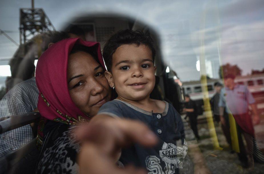 Migrantai mėgina įsėsti į traukinius prie Kroatijos sienos