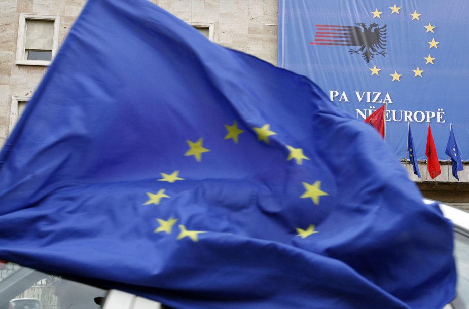 ES vėliava Albanijos sostinėje Tiranoje