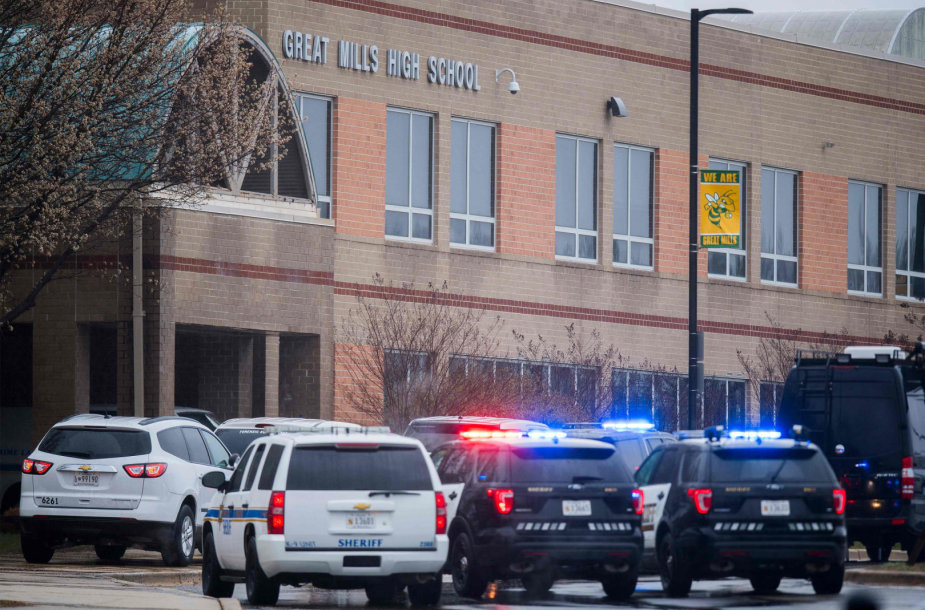 Policijos pajėgos prie Greit Milso vidurinės mokyklos