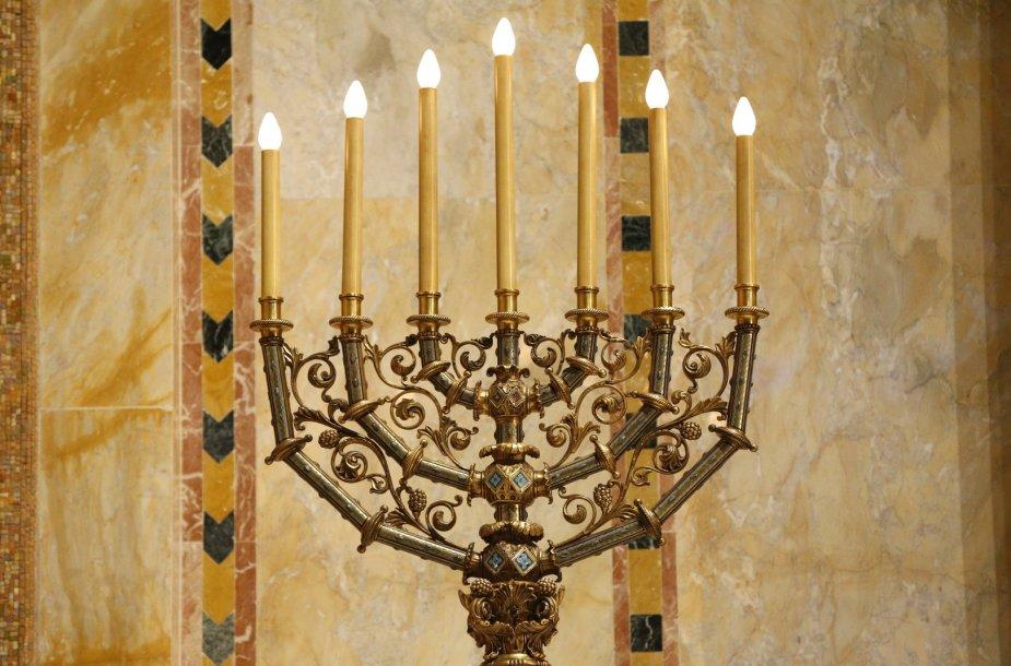 Menora vienoje iš Niujorko sinagogų