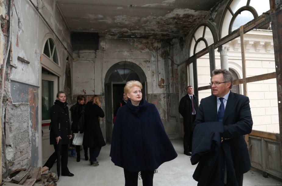 """Dalia Grybauskaitė apžiūrėjo patalpas """"Blumenstihl"""" rūmuose"""