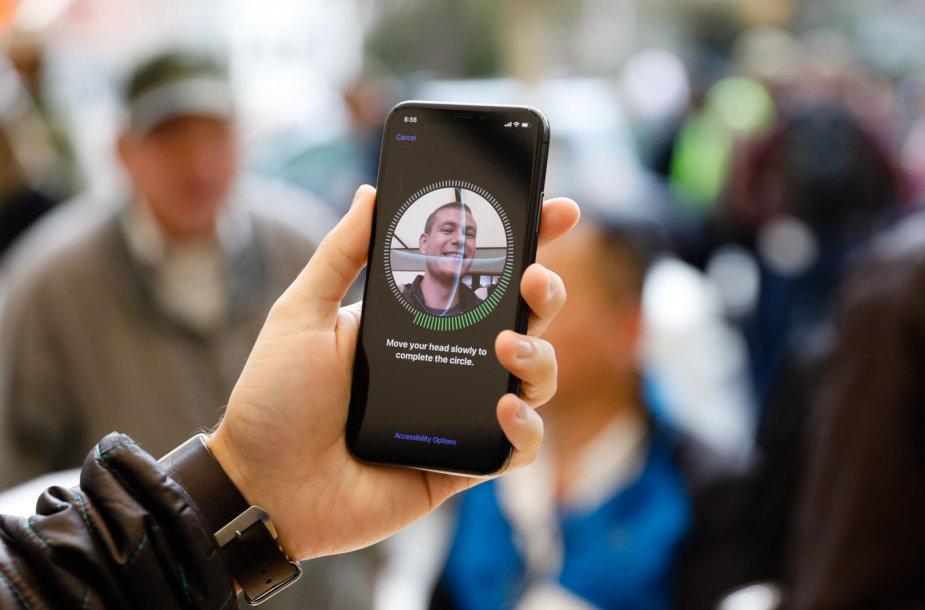 """""""Apple iPhone X"""" supažindinimas su naudotojo veidu"""