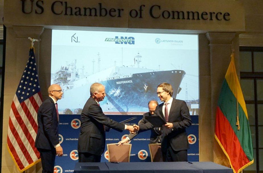 """Lietuva pasirašė sutartį su JAV dujų tiekėja """"Freeport LNG"""""""