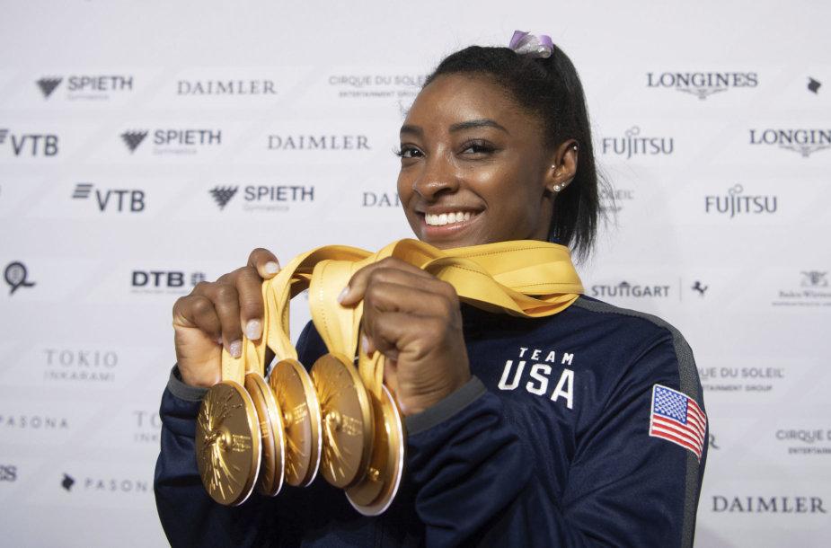 Viena JAV sporto žvaigždžių – gimnastė Simone Biles.