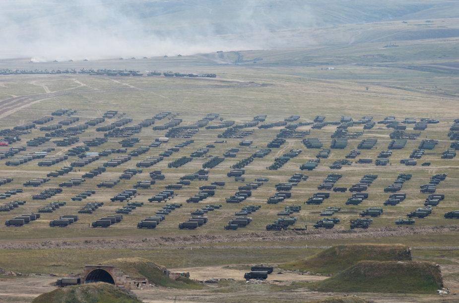 Rusijos karinis transportas per pratybas