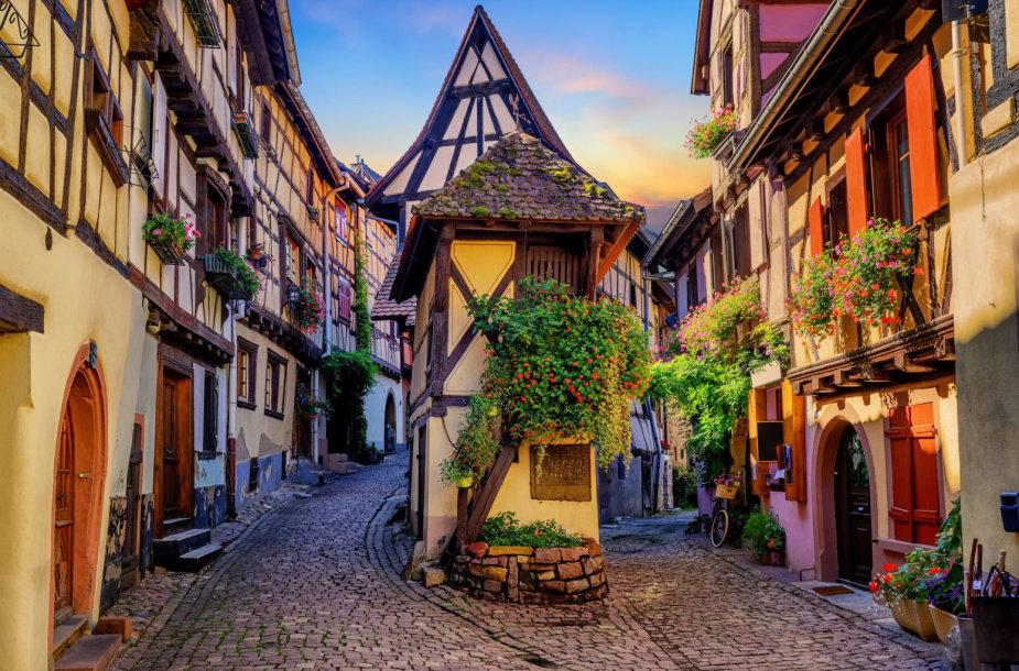 Egisemo (Eguisheim) miestelis Prancūzijoje