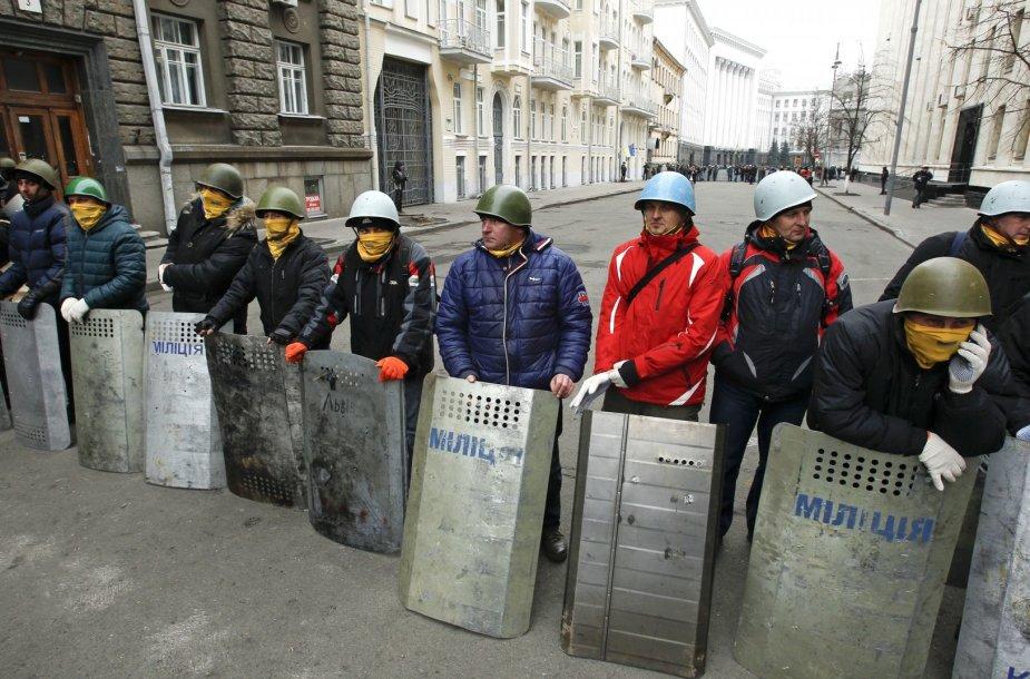 Protestuotojai prie prezidento administracijos pastato