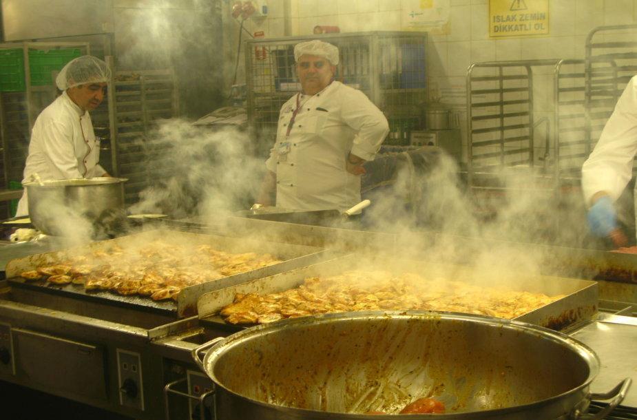 Čia ruošiamas maistas Turkijos oro linijų lėktuvams