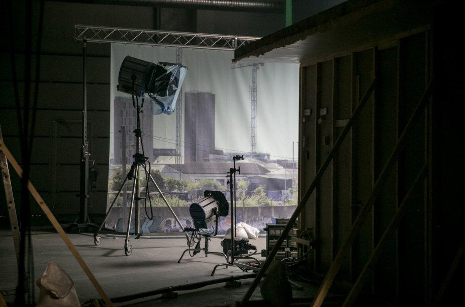 """Filmo """"Pilis"""" filmavimo aikštelėje"""