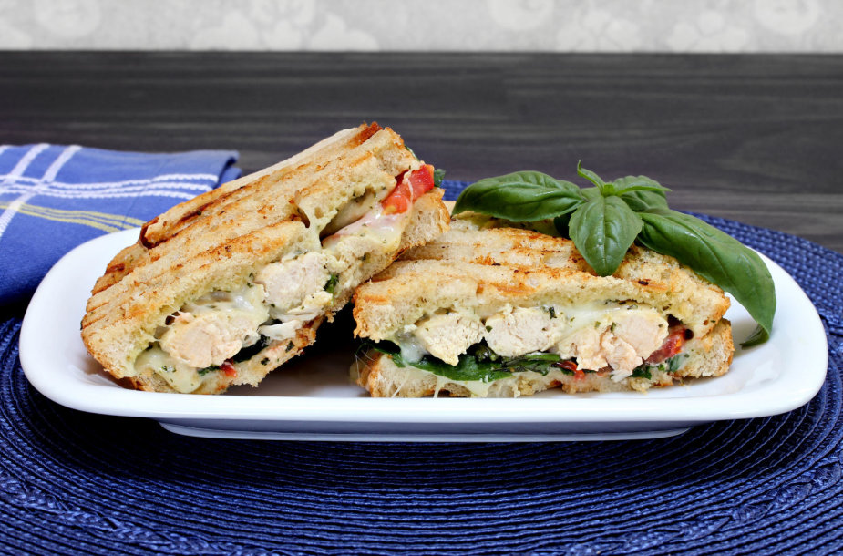 Vištienos sumuštiniai su žalumynais ir pesto