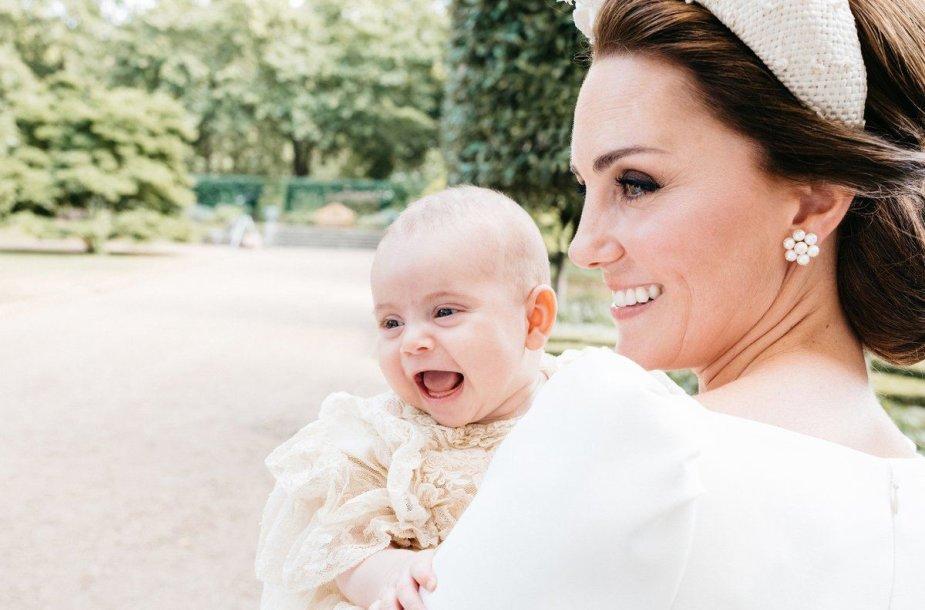 Kembridžo hercogienė Catherine su sūnumi Louisu