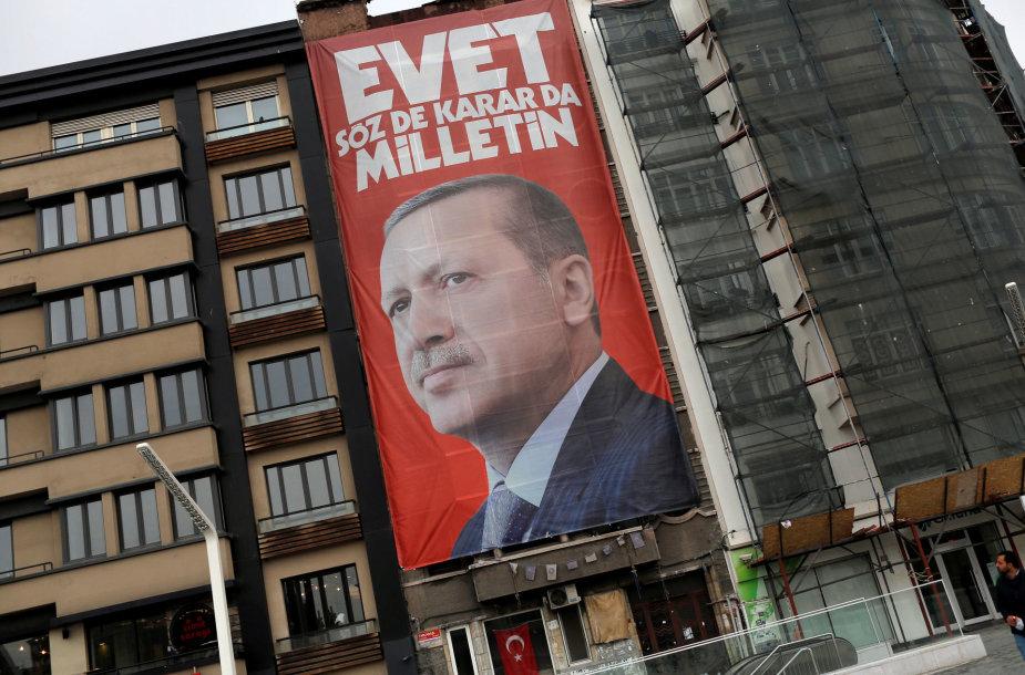 Recepo Tayyipo Erdogano plakatas Stambule