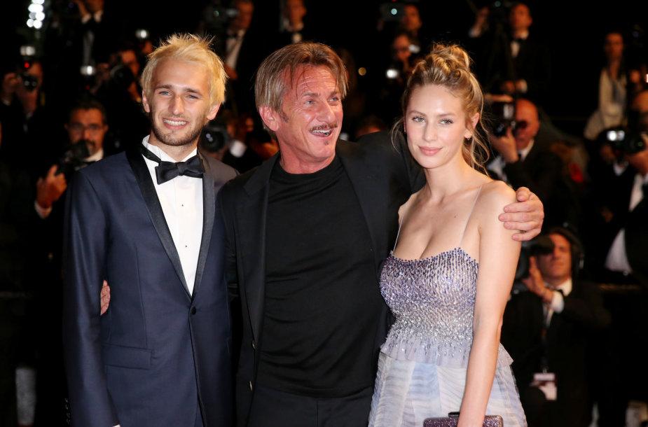 Seanas Pennas su sūnumi Hopperiu ir dukra Dylan