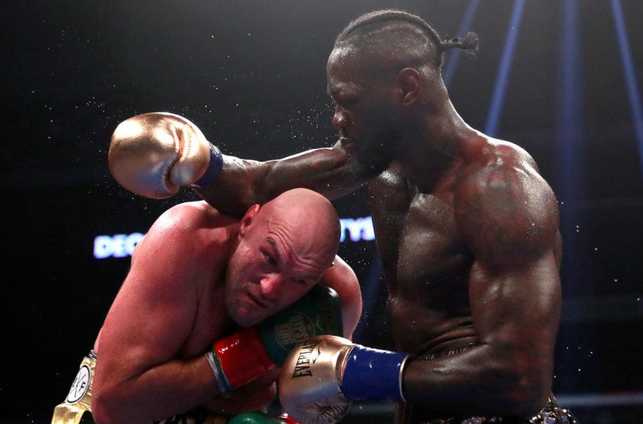 Tysonas Fury ir Deontay Wilderis kovojo ringe –  mačas baigėsi lygosiomis.