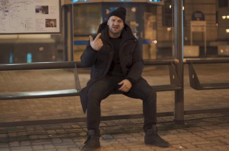 """Ironvytas vaizdo klipe """"Sakura rap"""""""