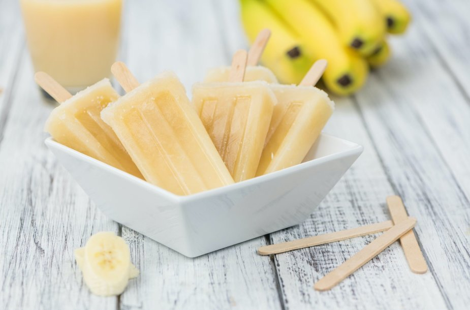Bananiniai ledai ant pagaliuko