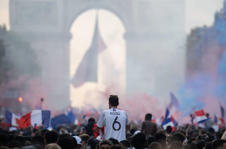 Paryžiečiai džiaugiasi Prancūzijos rinktinės pergale Pasaulio futbolo čempionate