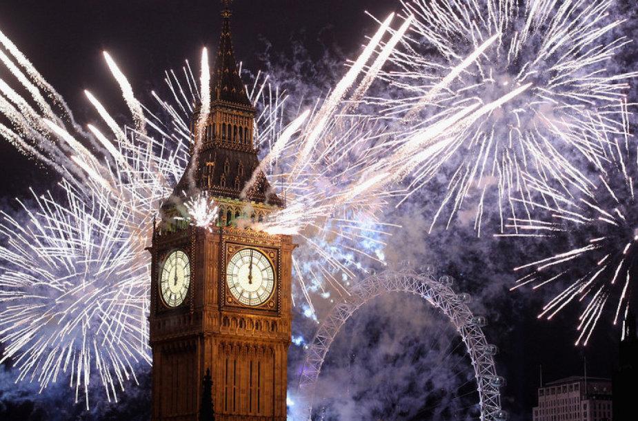 Naujametinių fejerverkų šou Londono centre - ne pigiai kainuojantis renginys.