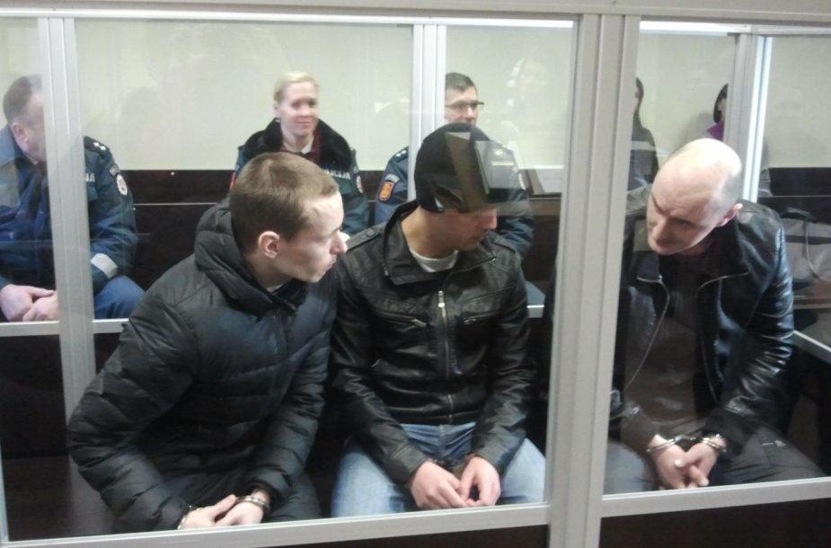 Iš juvelyrinių parduotuvių plėšimo prasigyventi bandę latviai teisiami Klaipėdos apylinkės teisme