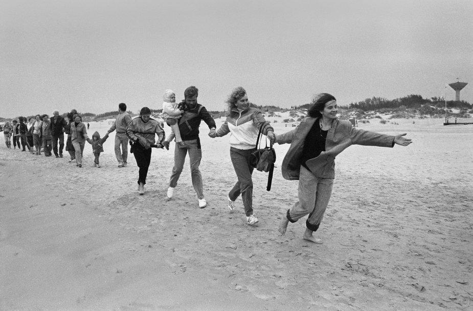 1988 09 03. Apkabinkime Baltiją