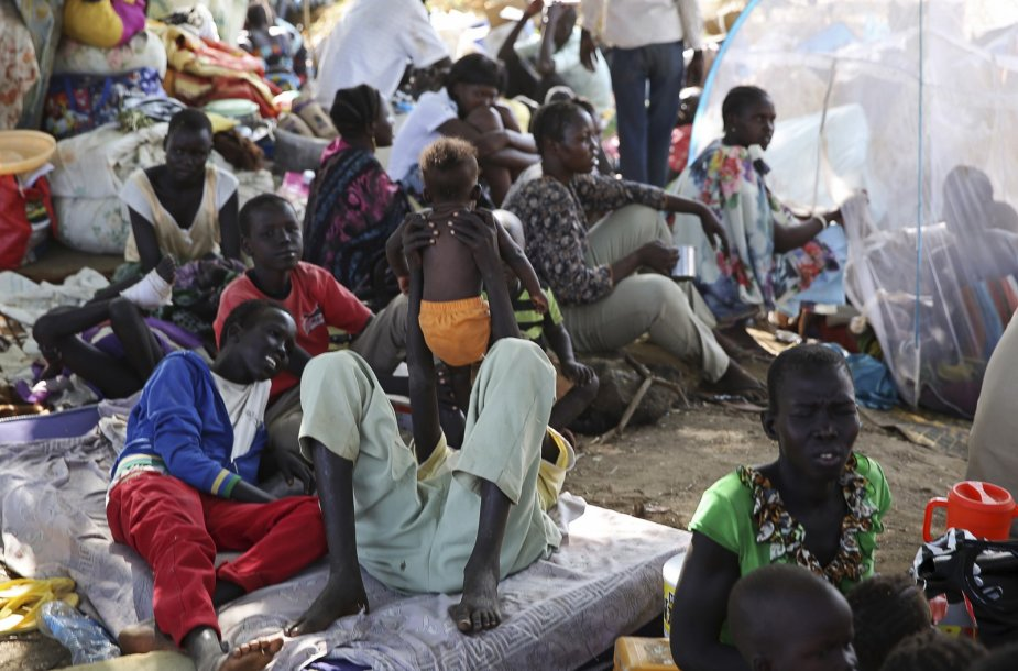 Pietų Sudano žmones Jungtinių Tautų stovykloje.