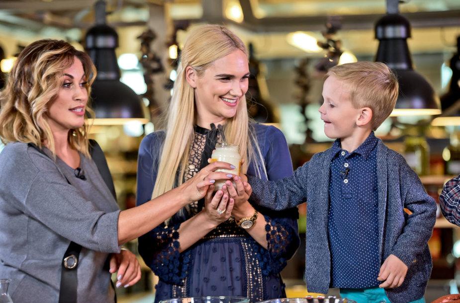 """Gintarė Songailė su sūnumi laidoje """"Virtuvės istorijos"""""""