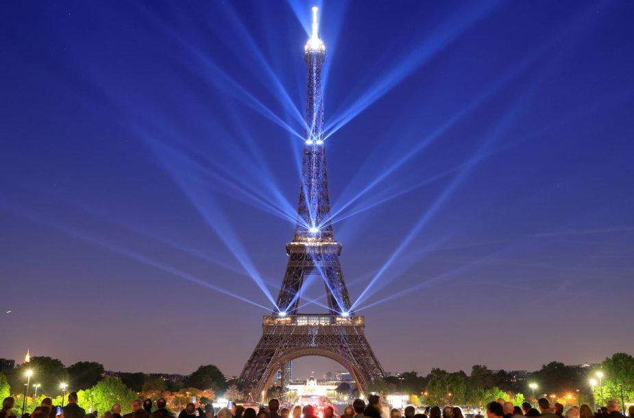 Eifelio bokštas švenčia 130-ąjį gimtadienį