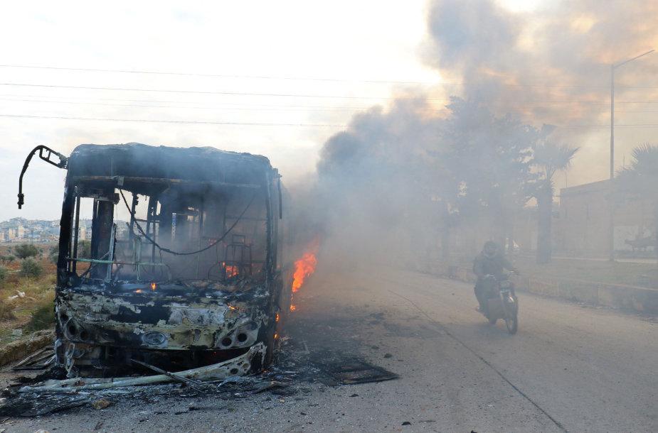 Sirijoje padegti autobusai, skirti civilių evakuacijai