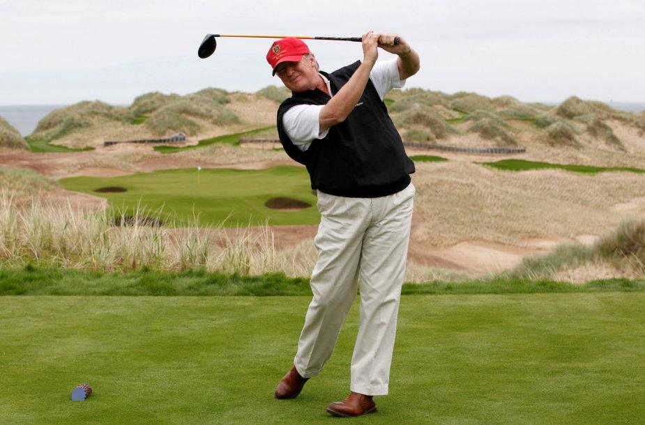 Donaldas Trumpas tikrame golfo lauke