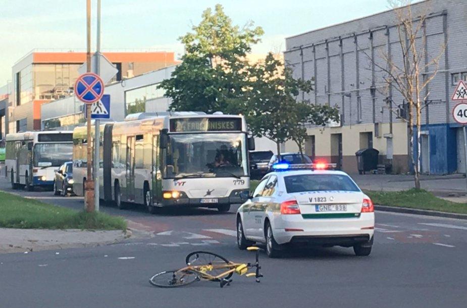 S.Neries gatvėje partrenktas dviratininkas