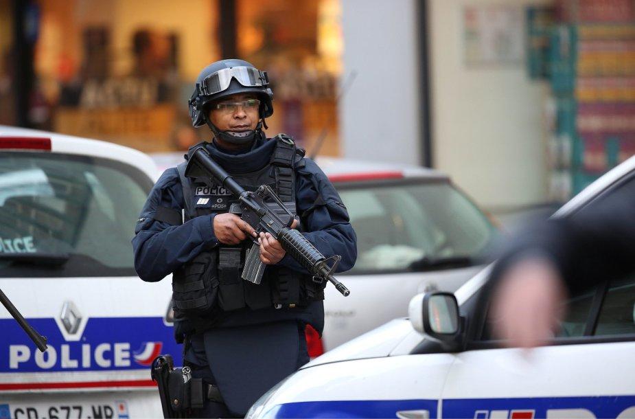 Įkaitų išlaisvinimo operacija Paryžiuje, košerinio maisto parduotuvėje, Venseno rajone 2015 m. sausio 09 d.