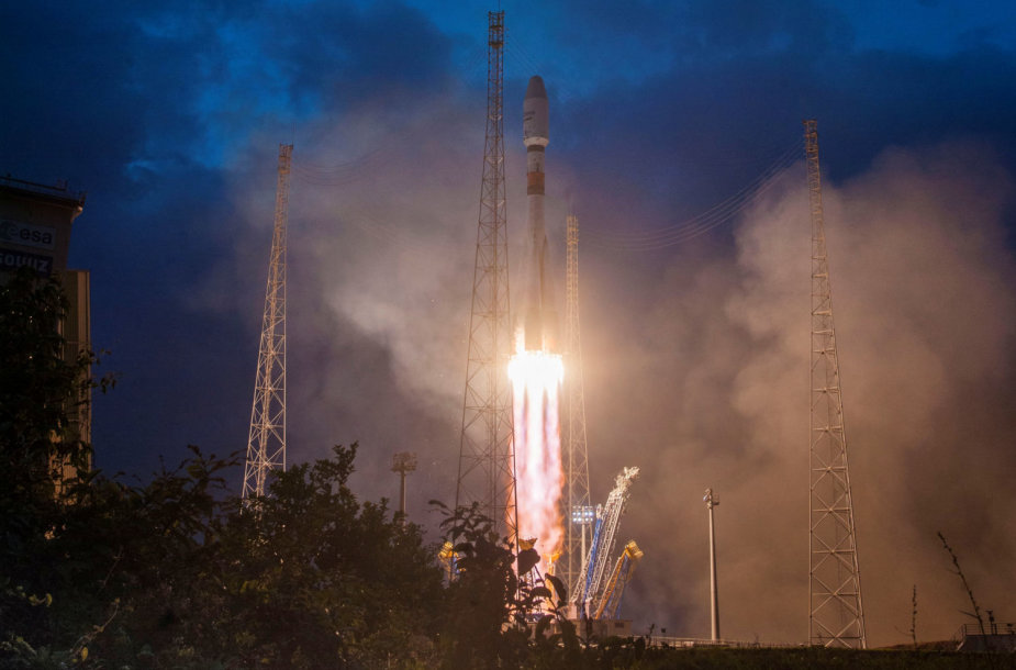 """Kyla raketa """"Sojuz"""" su """"OneWeb"""" palydovais"""