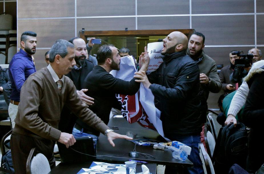 Dėl palestiniečių protesto JAV delegacija spruko iš renginio Betliejuje
