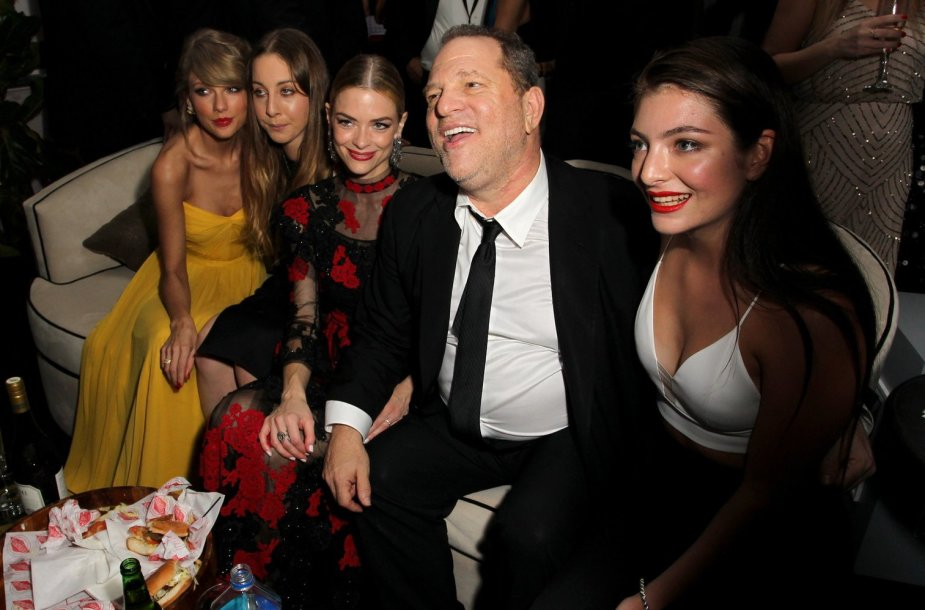 Prodiuseris Harvey Weinsteinas su Taylor Swift, Este Haim, Jaime King ir Lorde