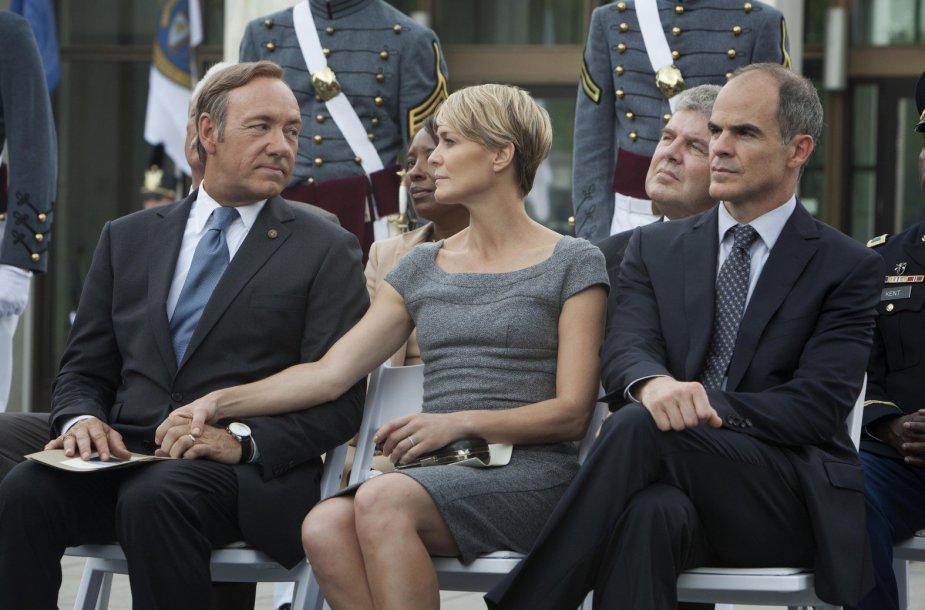 """Kevinas Spacey, Robin Wright ir Michaelas Kelly seriale """"Kortų namelis"""""""