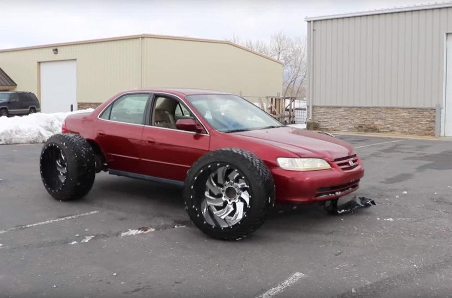 "Tiuninguota ""Honda Accord"""