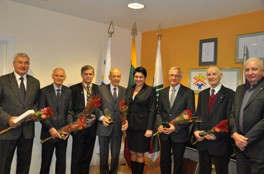 Po apdovanojimo (iš kairės): J.Kazlauskas, J.Žižliauskas, R.Džiautas, K.Motieka, D.Gudzinevičiūtė, T.Milašius, M.A.Eigminas, K.Šapka