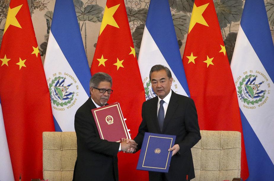 Carlosas Castaneda ir Wang Yi