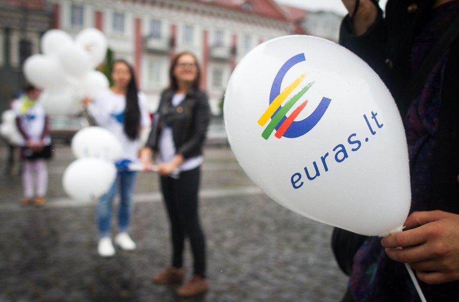 Lietuvos gyventojus prie euro pratins Eurobusas.