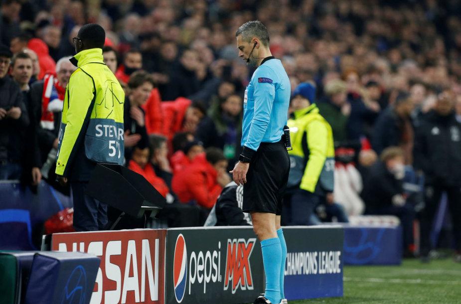 """Teisėjas pasinaudojo VAR ir neįskaitė """"Ajax"""" įvarčio"""